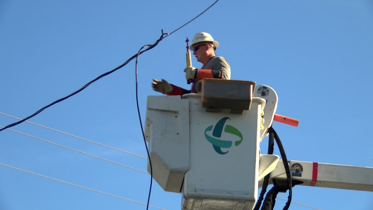 More than 900k power outages restored in the Carolinas
