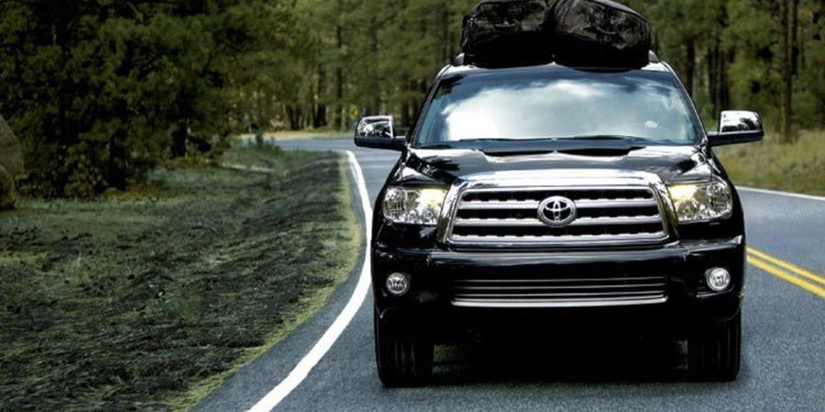 Get the best of both worlds in the 2016 Toyota Sequoia!