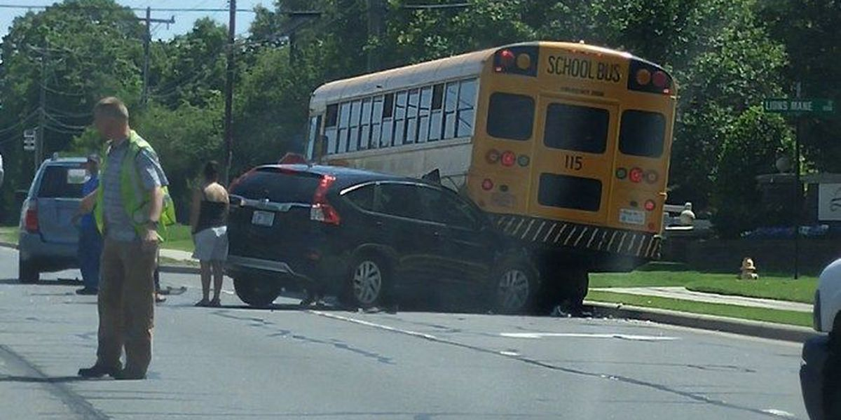 Officials: Five students on CMS bus that crashed in Steele Creek